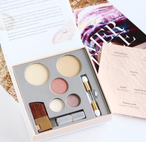 Jane-Iredale-Pure-And-Simple-Makeup-Kit-